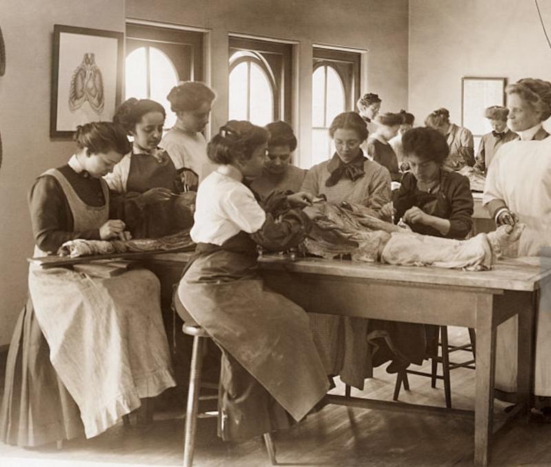 Women's Medical School, Philadelphia. 1900. Dissection.